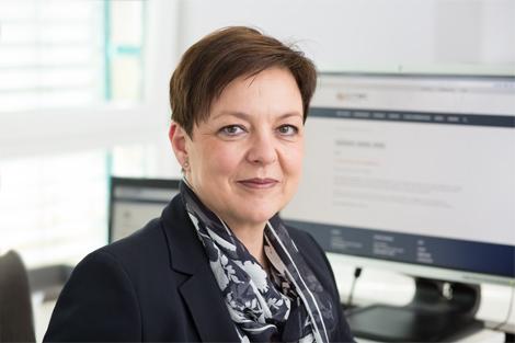 Frau Maidhof +49 6021 4436-1100